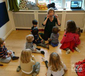 muzykowanie na dywanie w DziecioLadzie